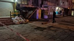 Срути се козирка на вход на жилищен блок в София, има пострадал