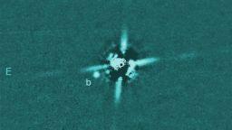 Астрономи директно наблюдаваха една от най-младите планети, откривани досега