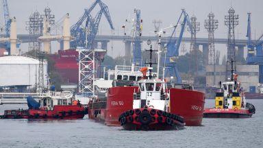 """Корабът """"Вера Су"""" вече е на варненското пристанище (снимки/видео)"""