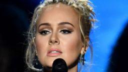 """""""Easy on Me"""" на Адел оглави класацията на """"Билборд"""" за сингли"""