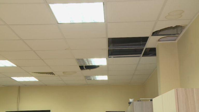 """Тече покривът на БАН в Пловдив, мерят """"количество валежи по работни помещения"""""""