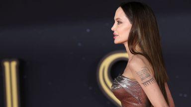Анджелина Джоли се появи с неравномерни екстеншъни на червения килим