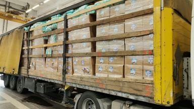 Спряха контрабанден канал за пестициди, един митничар обработвал пратките