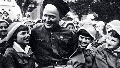 """Авторът на """"Тимур и неговата команда"""" - обвинен от """"своите"""" в """"антисъветизъм"""" и шизофрения"""