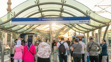 Градския транспорт в Турция става безплатен за всички медици до края на годината