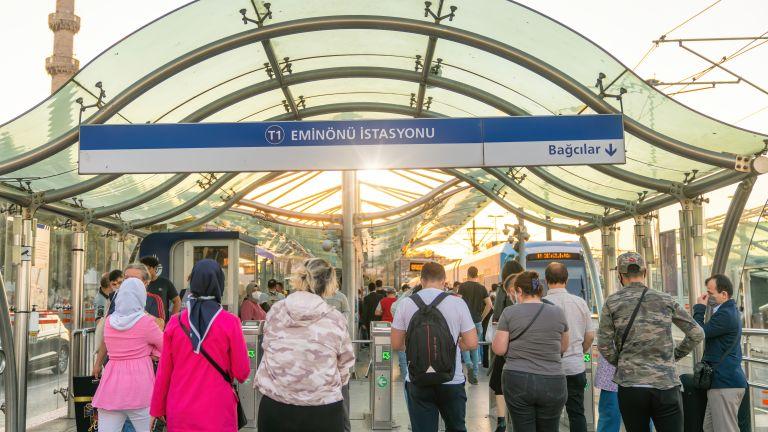 Безплатен става градският транспорт за медицинските работници в Турция, предаде