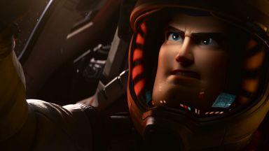 "Баз Светлинна година  полита в Космоса в новия филм на ""Disney"" и ""Pixar"""